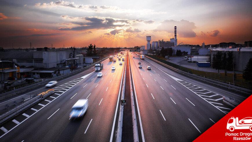 Laweta holowanie na autostradzie
